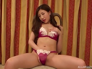 Japanese unescorted partition Aise Kurara puts the brush wings in the brush tiny thong