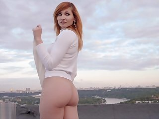 Jeny Smith public nudity on a roof top