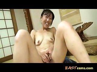 Japanese Granny has finger divertissement