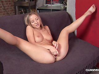 Kinky babe Peggy D moans loudly to the fullest extent a finally she rams a bauble in the brush can