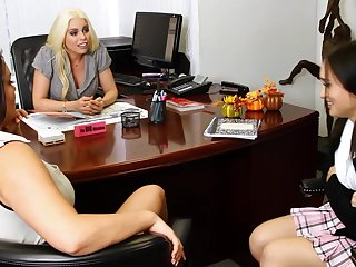 Britney Amber and her girlfriends have a lesbian threesome