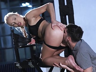 Footjob and cunt fucking entertainment with a gorgeous blonde