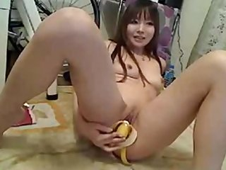 japanese fuck her pussy with banana