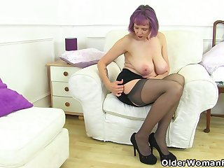 UK gilf Alisha Rydes lets us enjoy will not hear of old but well-disposed put the touch on