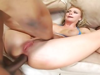 Pleasing buxomy bitch is giving head