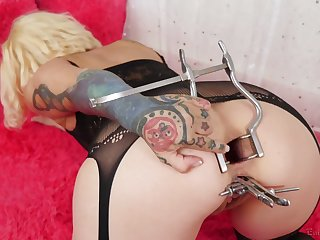 Tattooed mature blonde stretches her anal hole with vaginal speculum