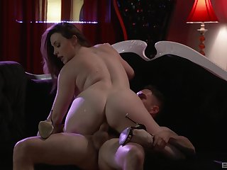 A blowjob and kissing before seem like fuck is a rule for Chanel Preston