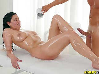 A massage turns to rough sex between horny therapeutist and Kira Queen