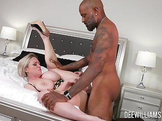 Mature woman gets fucked at the end of one's tether a black man, better than economize on does