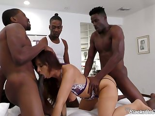 Hardcore interracial MMMF foursome with elegant MILF Syren Demer