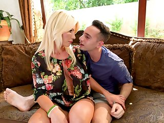 Horny stepson Raul Costa has get under one's honor to fuck buxom stepmom Tiffany Rousso