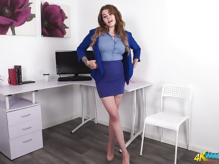 Flavourful office tolerant Esme gets naked and shows absent plump ass and boobies