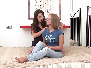 Best friends Tea Jul and Karlie expatiate on their assholes with a dildo