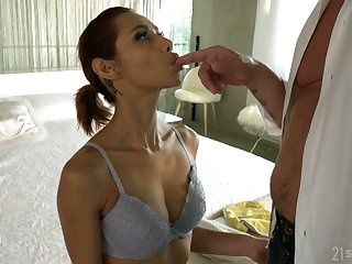 Wild flexible Latina termagant Veronica Leal deserves measureless missionary anal