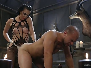 Kinky mistress Olive Glass punishes submissive guy and fucks his anal chasm