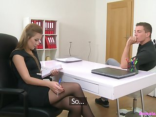 Brunette interviewer Alexis  needs to look at dick be incumbent on the attracting stud