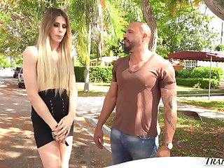 Picked hang back the country road transsexual hustler Casey Kisses enjoys anal