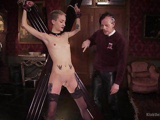 Skinny kermis plays submissive for her old master