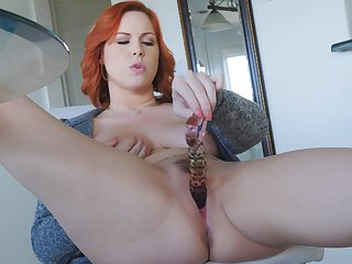 Hot redhead slides her glass gewgaw deep apropos the pussy