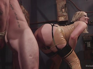 Face sitting porn with an increment of femdom XXX with a hot blonde