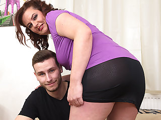 Curvy Housewife Fucking With Her Toy Boy - MatureNL