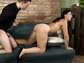 Mature brunette Nikki Nuttz gets cum on her hairy pussy after sex