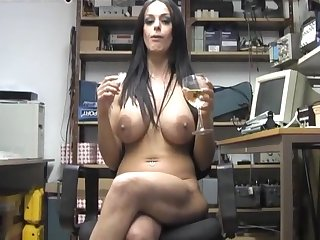 Amateur chick Victoria Brown enjoys pleasuring her cunt aloft the chair