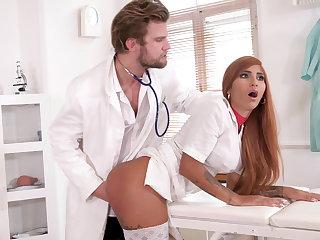 Kinky medicate makes nurse squirt