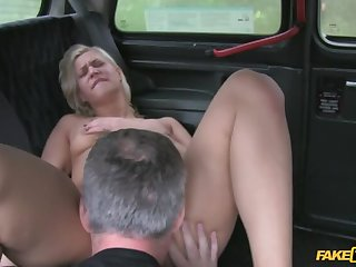 Tourist Can't Figure Out Her Way On touching Town So She Fucks A Cabbie