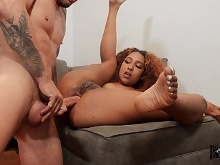 Lad fucks gorgeous ebony in the exasperation until he comes inside her