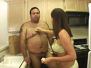 Sweet babe Hailey Paige lets a fat person bang her relative to the kitchen