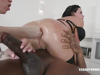 Veronica Avluv and Monika Ultra-Kinky had an bi-racial four-way the other day and enjoyed how levelly sensed